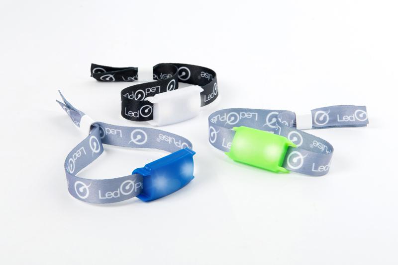 Bracelets LED d'identification en coloris blanc, bleu et vert