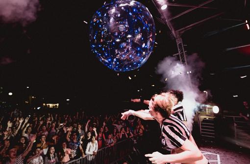 Ballon lumineux LedPulse utilisé lors d'un concert