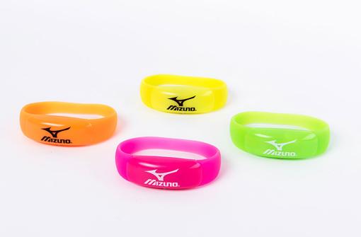 Bracelets LedPulse vert , jaune, orange et rose personnalisés avec logo Mizuno