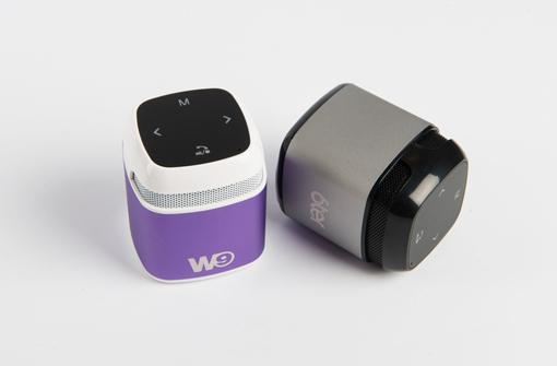 Petites enceintes Bluetooth coloris violet et gris