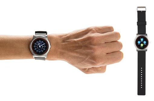 Smartwatch personnalisable modèle business porté au poignet