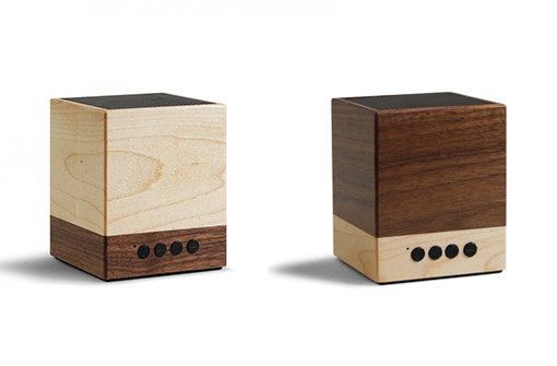 Enceinte Bluetooth cubique en bois naturel déclinée de 2 façons