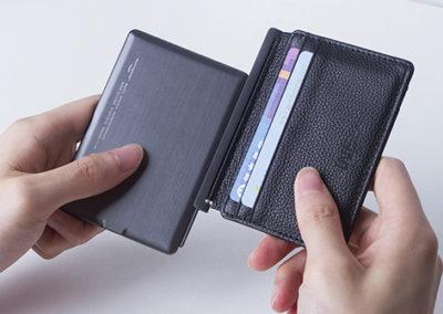 Porte-cartes anti RFID avec power bank intégré